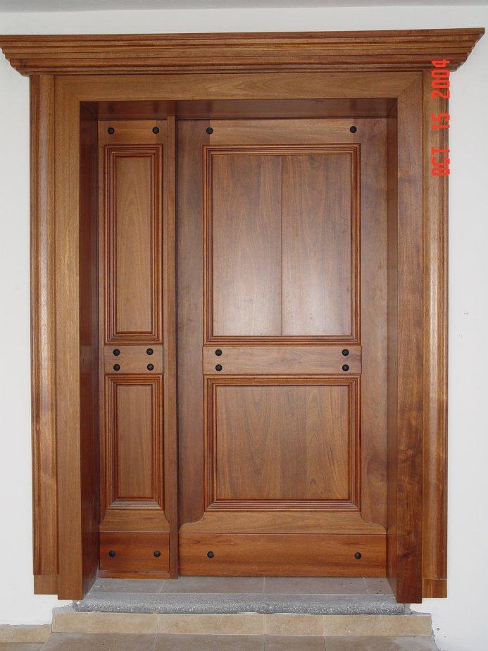 Maprex galer a dise os especiales for Disenos puertas de madera exterior